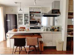 ●キッチンのぷち模様替え*cafe風に近付けるために、古木のダイニングテーブルの向き変更をしました&コースターの見せる収納と、食器棚の中をズーム画像で●の画像(1/6)