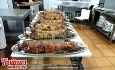 One of the dishes served at weddings is lamb -- this appears to be a stuffed lamb. One lamb per table of ten (maximum 12) people Kasr Diafa ( Mouatamid bnou abbad ) à Tanger - sallesdemariage.ma