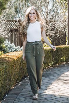 Our Cargo Bandit Pants are the cutest addition to any wardrobe! The relaxed fit can be dressed up, or dressed down with a tank top, or even a blazer. Our favorite part is the ability to tie these comfortable pants, to ensure they fit securely! Cute Comfy Outfits, Classy Outfits, Stylish Outfits, Fashion Outfits, Ladies Fashion, Fashion Pants, Style Fashion, Trousers Women Outfit, Pants For Women