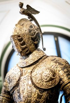 Ferdinand II armour. Created by Lucio Piccinino (1550-1589). Gift from Alessandro Farnese, Duke of Parma and Piacenza