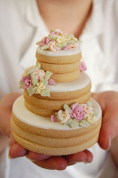 A delicate & delicious cookie wedding cake with beautiful details! /// Photo by Cookie Creatives {Photo via Project Wedding}