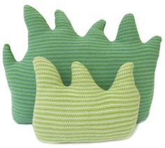 I absolutely <3 these grass shaped pillows for a nursery! Perfect for a saffari themed room!