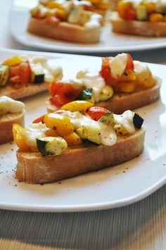 Küchenzaubereien: Ofen-Bruschetta mit mediterranem Gemüse & Mozzarella