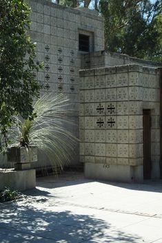 La Miniatura/ Millard House. 1923. Pasadena, California. Textile Block Period. Frank Lloyd Wright