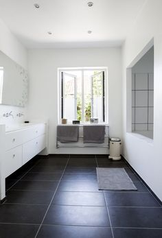 Find inspiration til dit badeværelse i galleriet her:   Mad & Bolig