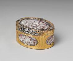 Tabaquera francesa de oro, platino y diamantes, con seis miniaturas de grisalla sobre esmalte, que representan deliciosas escenas de puti. Fecha: 1761 - 1762. Pertenece a la colección del Metropolitan Museum of Art (Nueva York)
