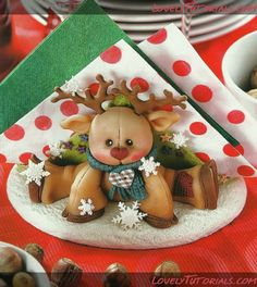 Biscuit Leticia - Neucimar Barboza lima - Álbumes web de Picasa - Rudolph as a topper idea is so sweet Polymer Clay Halloween, Polymer Clay Projects, Polymer Clay Creations, Sculpey Clay, Diy Clay, Diy And Crafts, Christmas Crafts, Christmas Decorations, Christmas Ornaments
