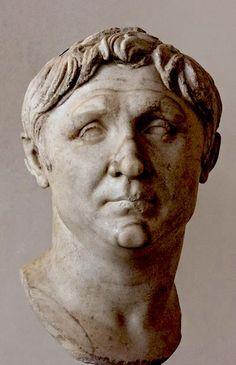 Ritratto di Pompeo; metà I secolo a.C.; marmo; Museo Archeologico, Venezia.  Si consideri anche il sito https://museoarcheologicovenezia.wordpress.com/2013/10/10/pompeo-torna-a-roma-per-una-mostra-su-augusto/