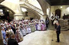 Miembros de las comisiones falleras visitan el Palau