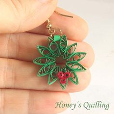Paper Quilling for Beginners make an Christmas Wreath - perfect as Quilled Earrings or for Greeting Cards (13)