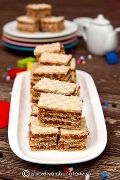 prajitura-cu-foi-de-napolitana,-caramel-si-nuci Romanian Desserts, Romanian Food, Romanian Recipes, My Recipes, Dessert Recipes, Favorite Recipes, Brownie Cheesecake, Eat Dessert First, Mini Desserts