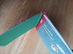 Wyklejka z ekskluzywnego papieru barwionego w masie.
