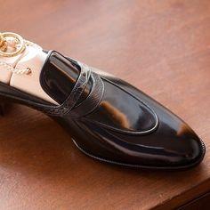 TYE shoemaker @tyeshoemaker Picture courtesy of @tyeshoemaker #bespokemakers http://ift.tt/22hoBQ2