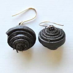 Earrings made of leather by atelier Begin !