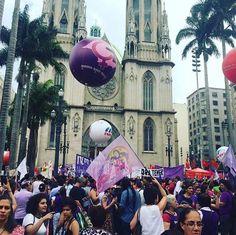 A manifestação pelo Dia Internacional das Mulheres já reúne muita gente no centro de São Paulo. O protesto pelos direitos femininos também ocorreu em outros países como Austrália e a Coreia do Sul. #NoMeuCorpoMandoEu #ForçaFeminina #UmDiaSemMulher #womensmarch #aDayWithoutaWoman #regram @kot.sp  via MARIE CLAIRE BRASIL MAGAZINE OFFICIAL INSTAGRAM - Celebrity  Fashion  Haute Couture  Advertising  Culture  Beauty  Editorial Photography  Magazine Covers  Supermodels  Runway Models