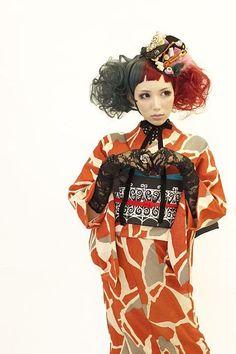strawberrykimono:    decadence-jp:    ダリヘアデザイン 高島の靭公園から徒然と    That hair!!