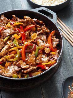 One pot wonder - lettvint gryterett - Mat På Bordet Asian Recipes, Beef Recipes, Cooking Recipes, Healthy Recipes, I Love Food, Good Food, Yummy Food, Spiced Beef, Flat Iron Steak