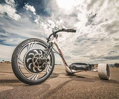 Verrado Electric Drift Trike by Local Motors - With the Verrado drift trike you don't need a downhill slope anymore, just charge it up  the Lithium-Cobalt-Magnesium battery will keep you peeling wheels for 3 hours.   via Werd #drifttrike #drift-trikes