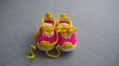Adidaski z wełny robione szydełkiem 8-9 cm