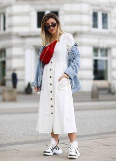 Das Trendmaterial im Sommer 2018 ist Leinen - und sieht endlich nicht mehr nach langeweiliges Ökomode aus. Wir haben für euch die coolsten Pieces zum Nachshopnne zusammen gestellt und erklären euch, auf was ihr beim Styling achten müsst. #styling #leinen #mode #fashion #trend ©Getty Images