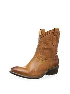 FRYE Women's Carson Shortie Ankle Boot (Cognac)
