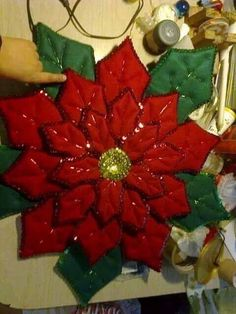 Paper Christmas Decorations, Holiday Decor, Christmas Angels, Christmas Crafts, Diy And Crafts, Arts And Crafts, Poinsettia, Quilting Projects, Projects To Try