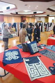 登別・ピリカノカの会がアイヌ民族衣装一堂に2015年2月18日