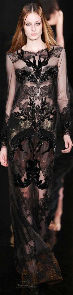 Valentin Yudashkin - Fall 2015 Ready-to-Wear - Look 46 of 47 Fashion Moda, Runway Fashion, High Fashion, Fashion Show, Fashion Design, Fashion Details, Paris Fashion, Valentin Yudashkin, 1980s Dresses
