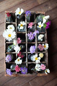 wooden crates. caja de madera. flores. flowers. decor. wedding. boda. party . fiesta