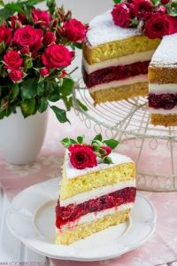 Light strawberry cake with raspberry cream and weight Polish Recipes, Dessert Bread, Best Chocolate, Beautiful Cakes, Vanilla Cake, Eat Cake, Sweet Recipes, Cookie Recipes, Delicious Desserts