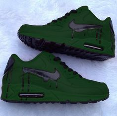 Top 10 Nike Air Max Customs II The Nike Air Max collection is one of the top rated and dominant collections of all time Crazy Shoes, Me Too Shoes, Sneakers Fashion, Shoes Sneakers, Nike Free Run, Fresh Shoes, Hype Shoes, Custom Shoes, Custom Sneakers