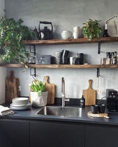 Oude, houten planken in de keuken geven in 1 klap sfeer en warmte.