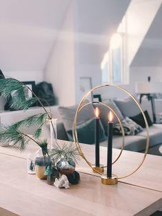 Sånn pynter jeg til jul - Camilla Pihl Place Cards, Place Card Holders, Wreaths, Lights, Table Decorations, Living Room, Christmas, Furniture, Home Decor