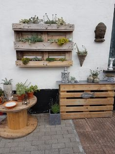 My Pins # small herb gardens Used Air Compressors Article Body: Used Air Compressors: The Best Place Small Herb Gardens, Outdoor Gardens, Pallet Garden Walls, Walled Garden, Diy Garden Decor, Garden Pots, Herbs Garden, Garden Bed, Wood Pallets