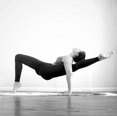 So inspiring. @Riva_G_ featured in the Lush Bra & Airbrush Legging. #aloyoga #beagoddess