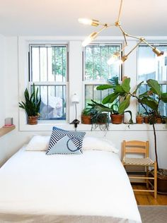 As home gawkers here at Apartment Therapy, we're pretty obsessed with the idea of staying in someone's home and seeing how they live. Having stayed as guests recently in a few Airbnb homes across the country (hello, perfect cottage in Santa Barbara – miss you already!) we've come to recognize that becoming an Airbnb host may not seem as easy as being an Airbnb guest. If you're like us, then you have some questions. What's it like to be a host? What are the tricks and tips to being…