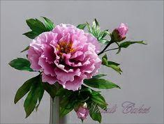 peonia by Natali Cakes, via Flick Edible Flowers Cake, Fondant Flowers, Diy Flowers, Flower Decorations, Peony Cake, Sugar Paste Flowers, Peonies Centerpiece, Fondant Animals, Flower Spray