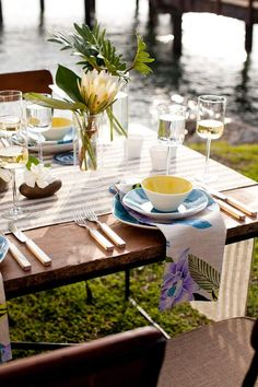 Screen-printed tropical flowers on these napkins inspire the entire table