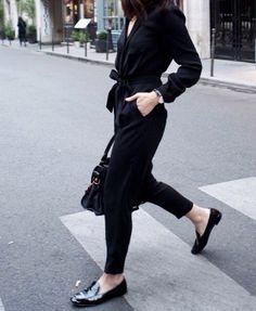 вариант: белое платье-рубашка + черные брюки