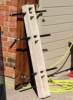 DIY Weight Tree: Bumper Plate Storage for the Garage Gym - Plutos. Home Gym Garage, Basement Gym, Diy Garage, Home Made Gym, Diy Home Gym, Diy Plate Rack, Plate Storage, Backyard Gym, Backyard Projects