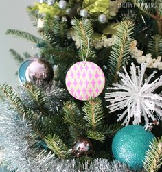 Doodly DIY Ornaments | DIY Christmas ornaments are best when doodled on.