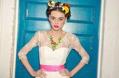 Hoy en el blog, siempre Frida... #fridakahlo #frida #unabodaoriginal #boda #novia  http://www.unabodaoriginal.es/blog/de-la-cabeza-a-los-pies/vestidos-de-novia/novias-frida-kahlo