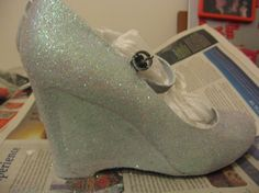 DIY glitter shoes! Awesome!!