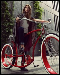 Red doesn't have to be flat. A good paintjob is a must so make it deep deep deeeep! That's one of our custom colors. For more info hit up adam@madbicycles.com #custom #customize #customize #customized #custombike #bicycle #bike #badass #girl #ukrainianmodel #polishgirl #girl #cute #luisvuitton #warsawgirl #warsaw #bikeporn #fancy #ootd