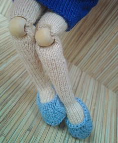 How to do knee joints (in knitting). Knitted Dolls, Plush Dolls, Amigurumi Doll, Crochet Dolls, Knit Crochet, Knitting Stitches, Free Knitting, Knitting Projects, Crochet Projects