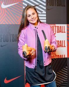 Football Talk, Football Players, Female Football Player, Women's World Cup, Soccer Training, Lionel Messi, Fc Barcelona, Neymar, Fifa