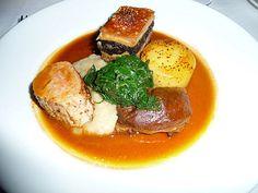 Restaurant Tyddyn Llan (Pays de Galles) - Porc bio sous toutes ses formes: joue braisée aux épices, filet mignon rôti, millefeuille de couenne de porc, boudin noir et pied de porc, purée de poireau et échalote, épinards et pomme de terre rôtie