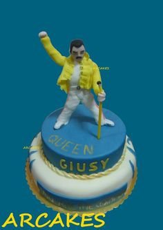 I create this cake for a fan of Freddy Mercury, reproducing the clothes he wore during the live at Wembley Stadium. Queen Birthday, Birthday Cake, Queen Cakes, Music Cakes, Wembley Stadium, Queen Freddie Mercury, Save The Queen, Decorated Cakes, Daily Inspiration
