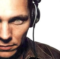 Tiësto (a.k.a DJ Tiësto, Allure, Conil, Da Joker, Handover Circuit, Paradise In Dubs, Passenger, Roze, Steve Forte Rio, Stray Dog, Tom Ace, &/or Wild Bunch) ~ Feel It