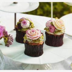 버터비 플라워 컵케이크♡ 원데이클래스 및 주문안내 www.butterbe.com - - #happybirthday #birthday #sweet #lovely #insta #couple #goodday #hungry #cake #foodporn #birthdaycake #koreanfood #foodie #foodpic #cakedesign #design16 #馬卡龍 #蛋糕 #花蛋糕 #结婚 #生日 #花 #甜品 #好吃 #聊天 #美味しい #美味 #케이크 #먹스타그램 #선물스타그램